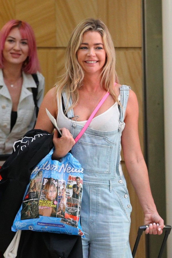 Дениз Ричардс в Сиднее denise richards,airport