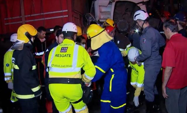 Невероятное везение: водитель выжил в сплющенном грузовиками автомобиле Всячина
