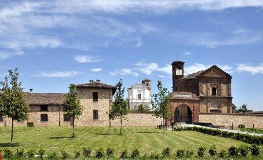 Итальянское аббатство, в котором «плачет» колонна и гуляют духи путешествия,Путешествие и отдых