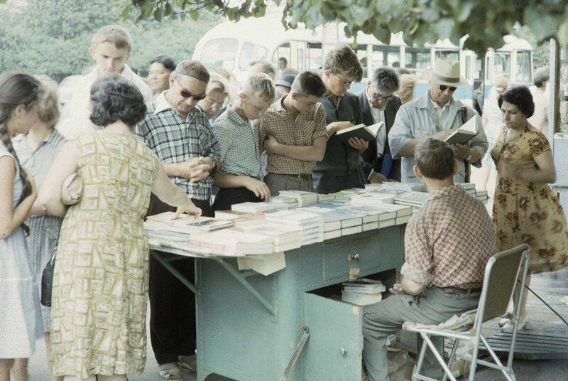 Уличная торговля в советской Москве на цветных фотографиях 1959 года История,ссср