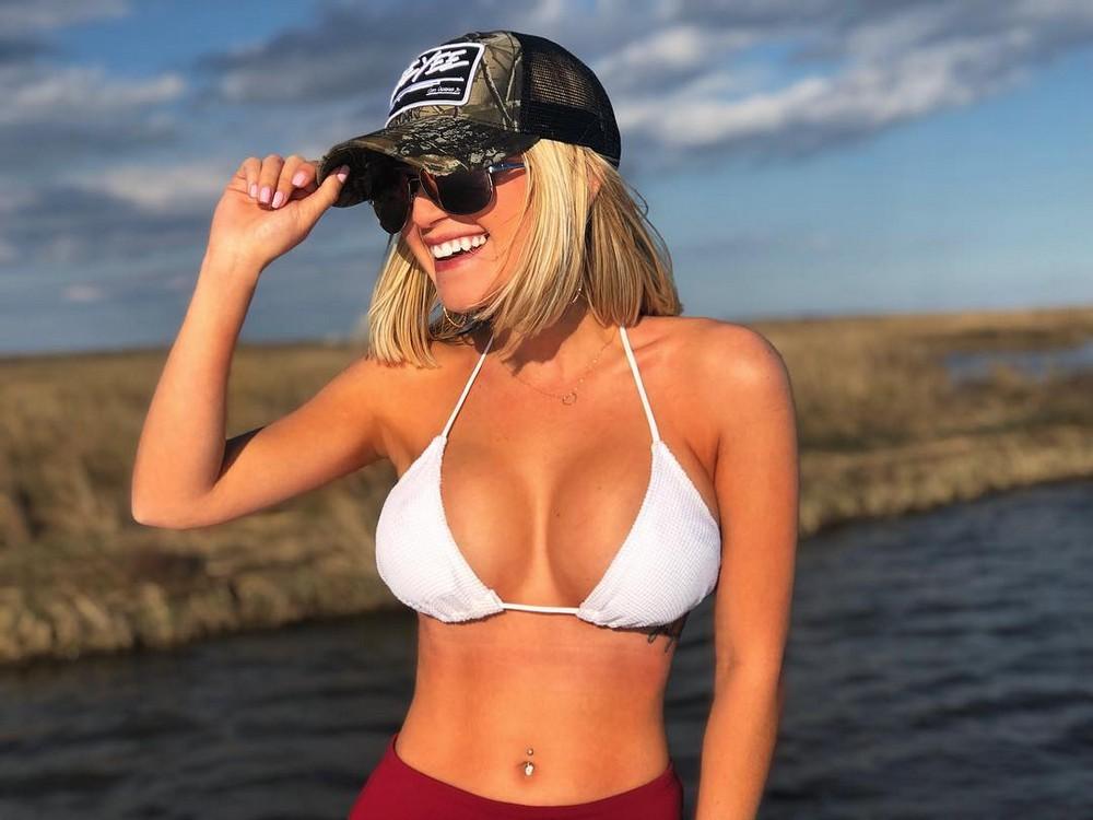 Девушки носят только кепки. Девушки