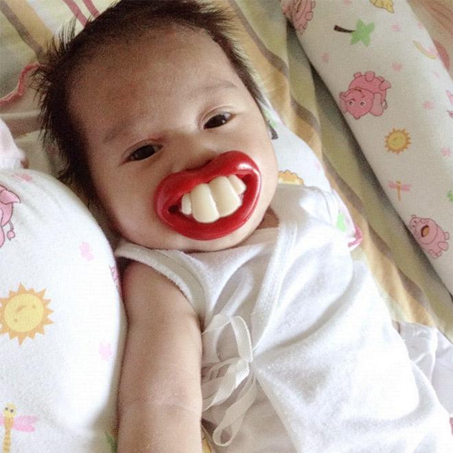 Как забавно! 13 фото детей со смешными сосками во рту Дети,Приколы,дети,приколы,пустышки,соски