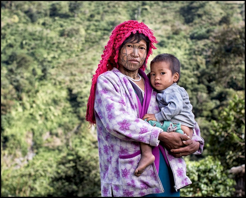Зачем женщинам Бирмы наносили на лицо татуировки Бирма,женщины,красота,мир,татуировки,традиции