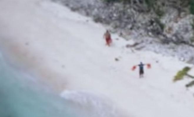 Фото, сделанное с самолета посреди океана, спасло человека